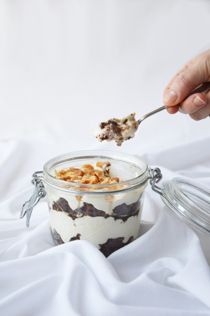 Cheesecake in a Jar with chocolate and macadamia