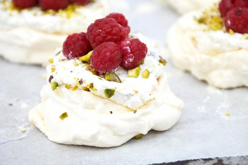 Minis pavlovas framboise - pistache - vanille