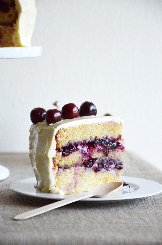 Plus une miette dans l'assiette X Lily's Kitchen Book - Layer Cake myrtille - cerise