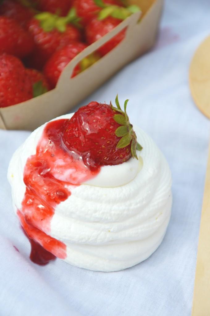 Mini Pavlova citron et confiture fraise - mure - champagne rosé G.H. Mumm _ Plus une miette dans l'assiette