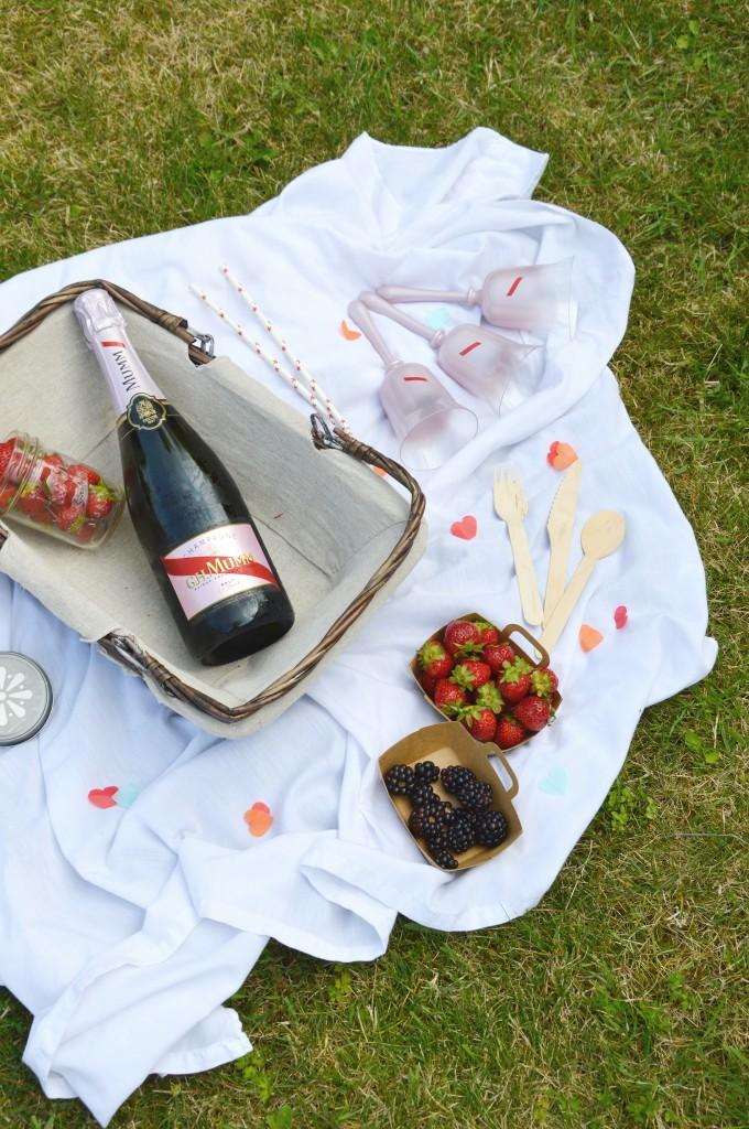 Mini Pavlova citron et confiture fraise - mure - champagne rosé G.H. Mumm / Rosétime