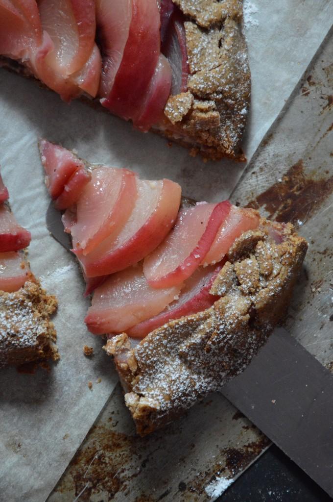 Rustic peach-vanilla-hazelnut pie