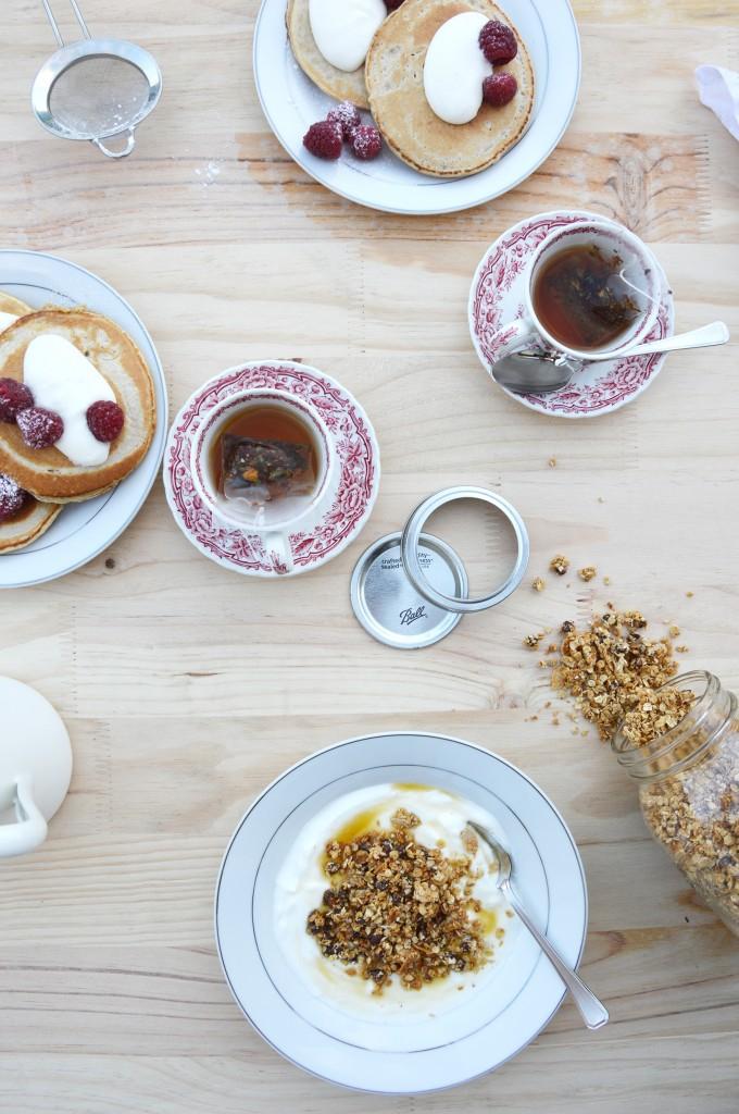 Pancakes à la farine d'avoine et granola maison - Plus une miette dans l'assiette