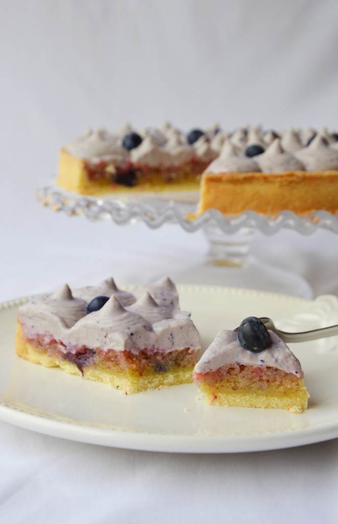 Tarte amande - myrtille - violette Plus une miette
