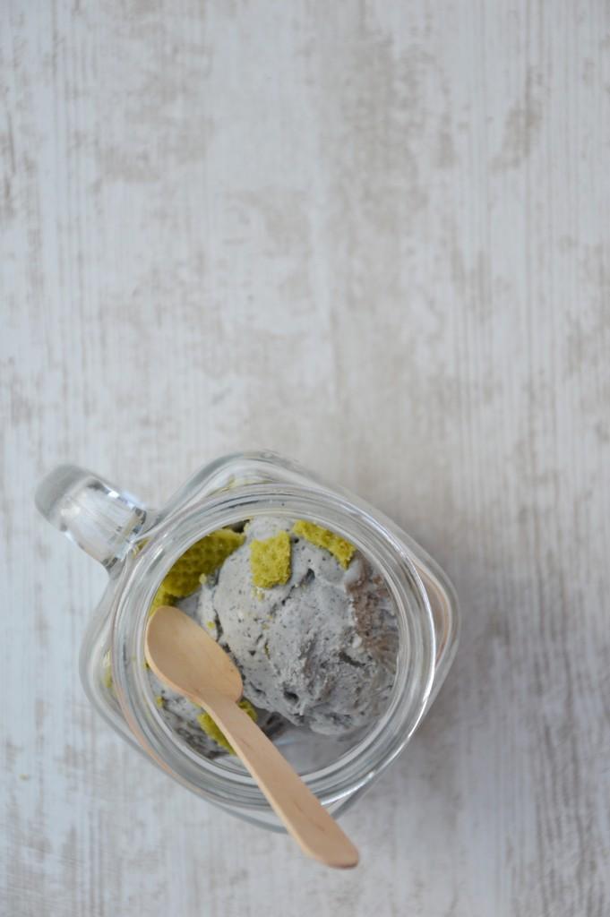 Glace mascarpone - sésame noir par Plus une miette dans l'assiette
