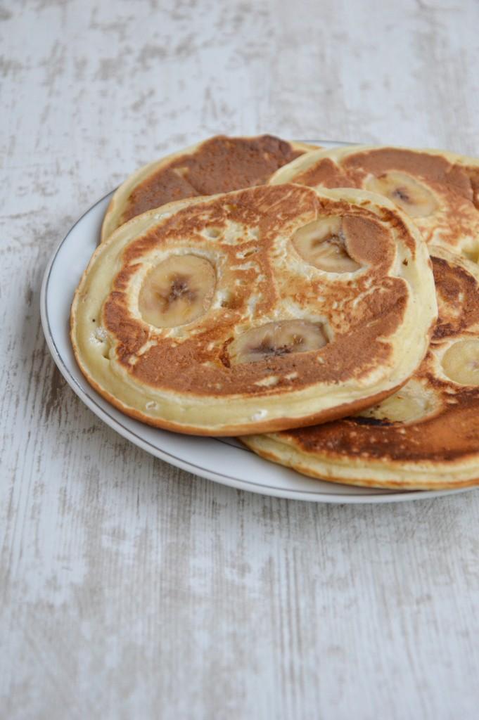 Brunch coloré - pancakes banane tonka - Plus une miette