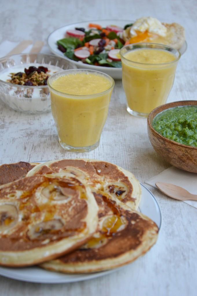 Brunch coloré - pancakes banane tonka / Plus une miette dans l'assiette