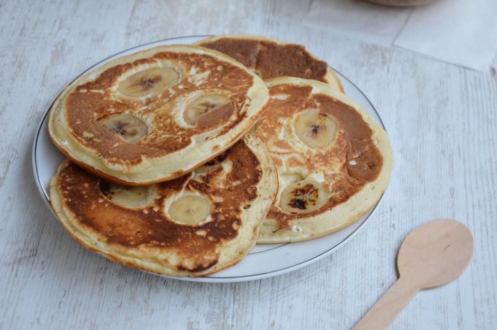 Brunch coloré - pancakes banane tonka / Plus une miette
