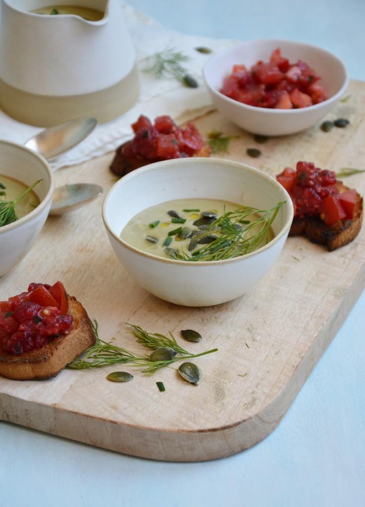 Soupe avocat et crostini tomate-framboise - Plus une miette dans l'assiette