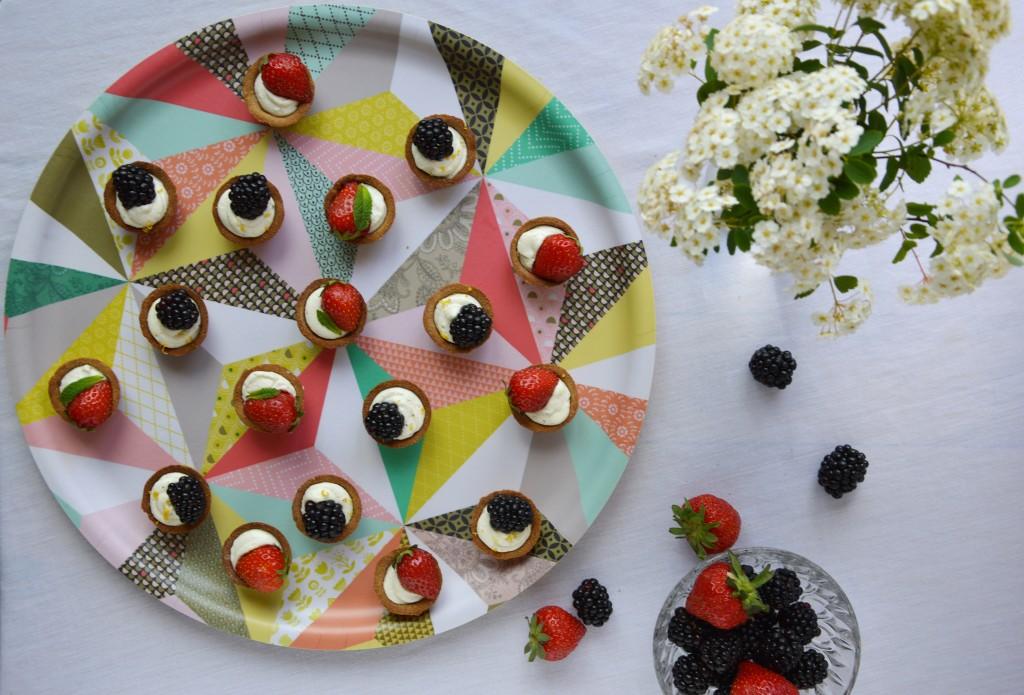 Tartelette mures - fraises par Plus une miette dans l'assiette
