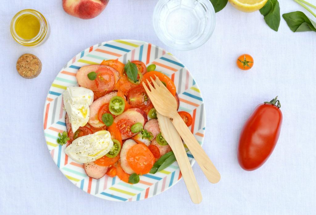 Salade pêche - tomate - burrata - basilic - Plus une miette dans l'assiette