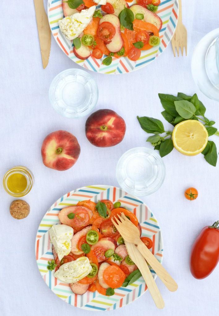 Salade pêche - tomate - burrata / Plus une miette dans l'assiette