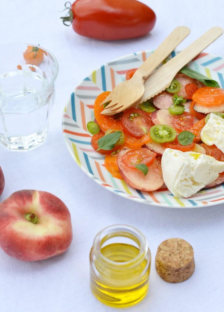 Salade pêche - tomate - burrata - Plus une miette dans l'assiette