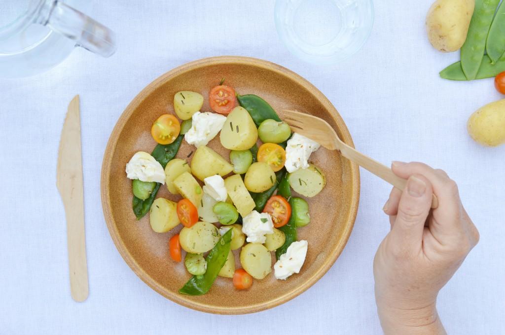 Salade pomme de terre Délicatesse, pois gourmands, fèves, tomates cerise - burrata - Plus une miette dans l'assiette