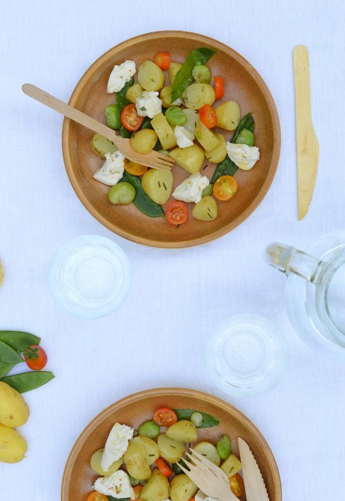 Salade pomme de terre Délicatesse, pois gourmands, fèves, tomates cerise et burrata par Plus une miette dans l'assiette