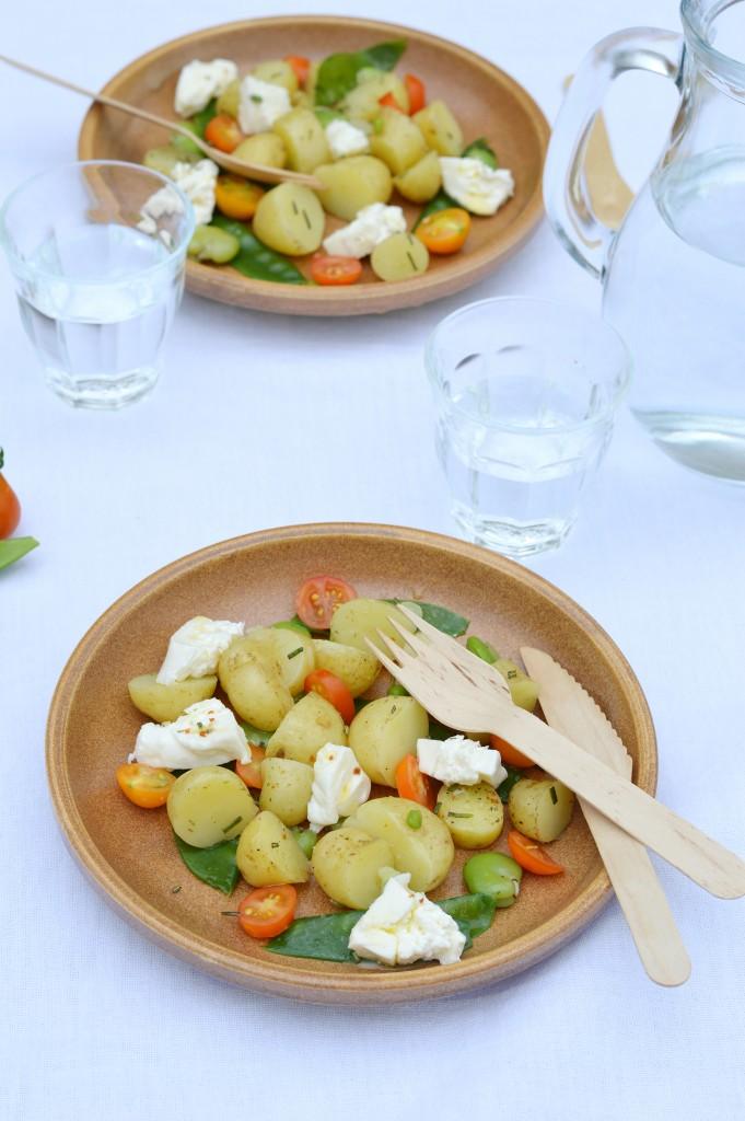 Salade pomme de terre Délicatesse, pois gourmands, fèves, tomates cerise et burrata par Plus une miette