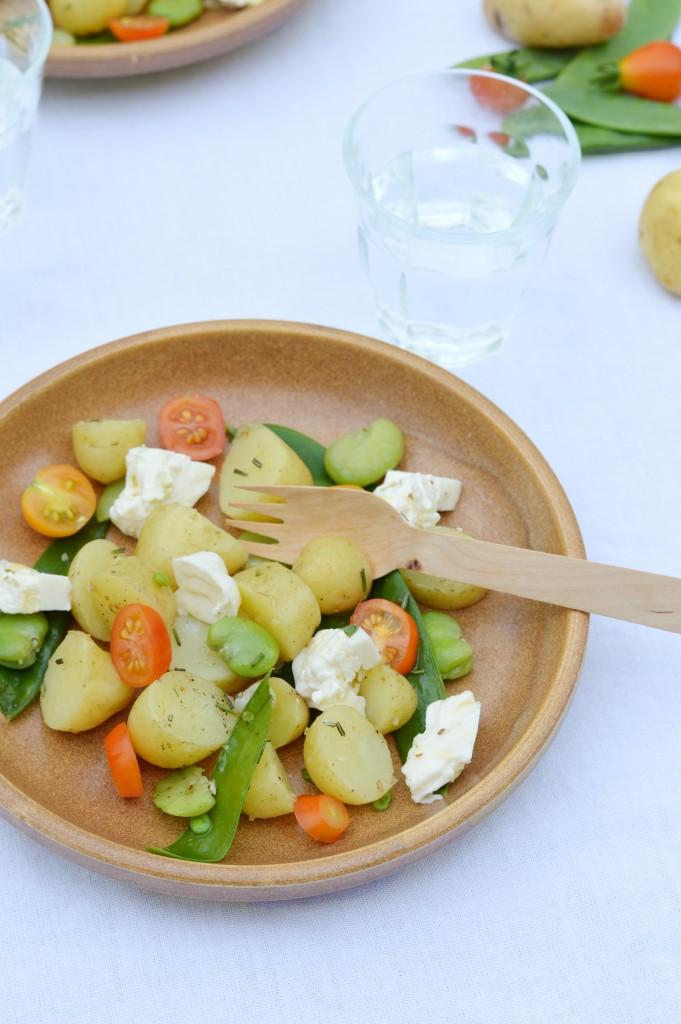 Salade pomme de terre Délicatesse, pois gourmands, fèves, tomates cerise et burrata - Plus une miette dans l'assiette