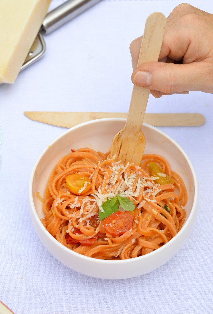 One pot pasta tomates-basilic-piment / Plus une miette