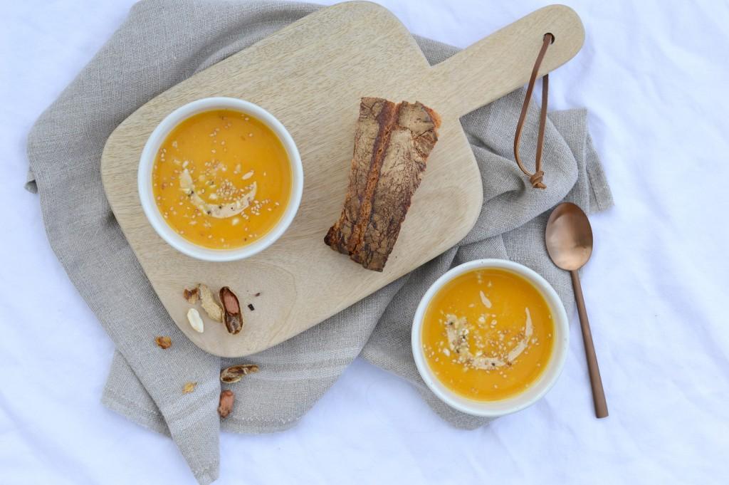 Soupe potiron-butternut-beurre de cacahuète - Plus une miette dans l'assiette