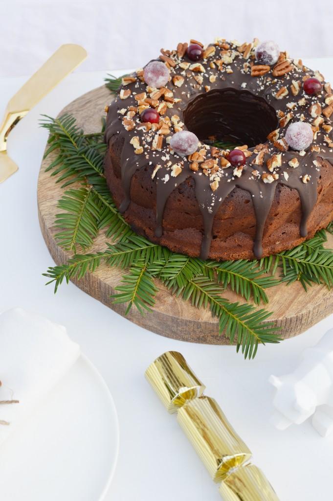 Bundt cake de noel chocolaté par Plus une miette